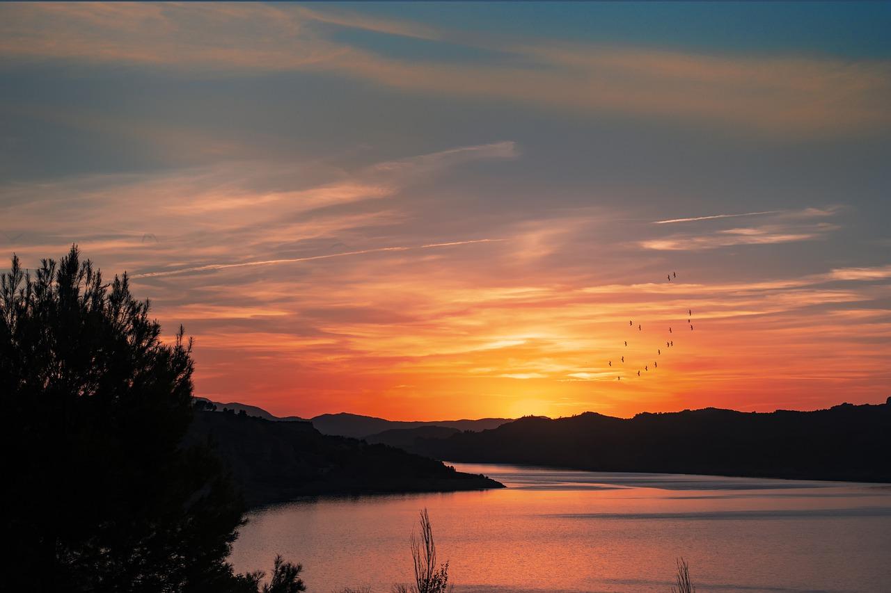 jezioro zachód słońca